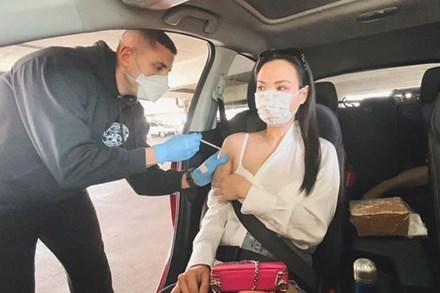 Vợ Baggio - Hot mom Quỳnh Trâm tiết lộ hành trình đưa gia đình đi tiêm vắc xin chống Covid tại Mỹ, đã từng bị tác dụng phụ đến uống thuốc giảm đau
