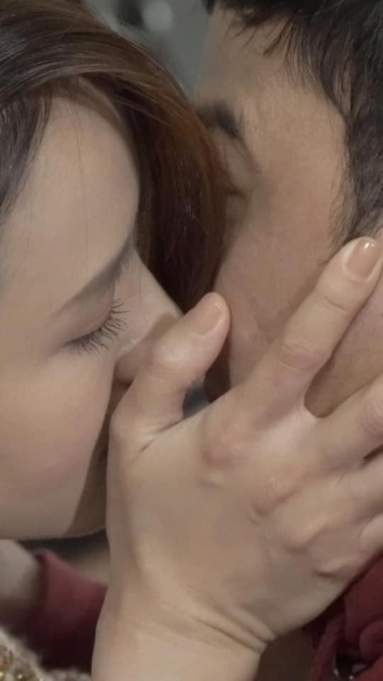 Hồng Đăng bức xúc vì Hồng Diễm hôn Doãn Quốc Đam, cư dân mạng chỉ ra bằng chứng nụ hôn pha ke trắng trợn-6