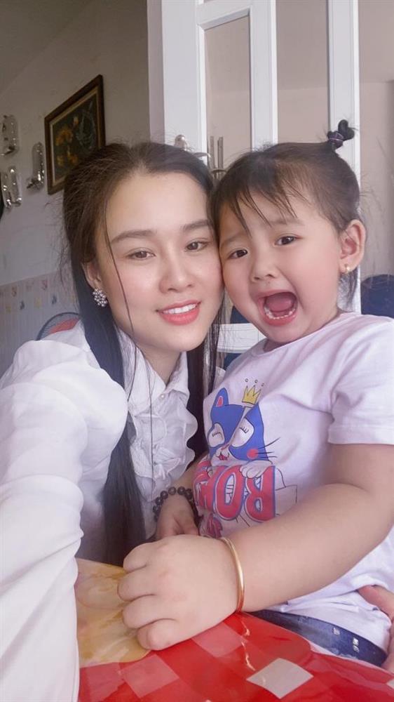 Linh Lan lên tiếng sau khi Phạm Thanh Thảo nghi ngờ bé Helen không phải con của Vân Quang Long-3