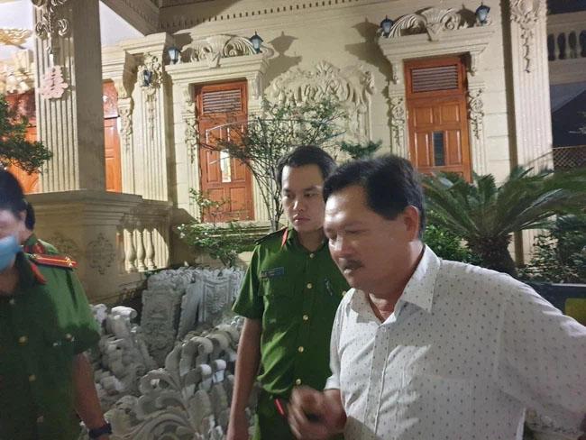 Nữ đại gia Vũng Tàu - vợ diễn viên nổi tiếng vừa bị bắt liên quan thế nào đến ông chủ biệt thự dát vàng Thiện soi?-2