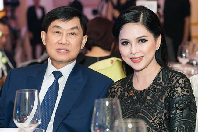 Cô tiếp viên hàng không kém 21 tuổi khiến vị tỷ phú nổi tiếng Việt Nam trúng tiếng sét ái tình và bắt đầu màn theo đuổi như phim, vé đi các chuyến bay có thể lấp đầy phòng!-6