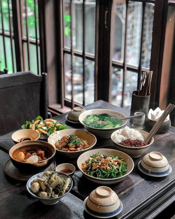 Người Việt không nên vừa ăn cơm vừa làm 4 việc này vì có thể làm hại dạ dày và rước thêm cả tá bệnh cho mình-1