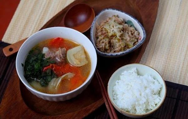 Người Việt không nên vừa ăn cơm vừa làm 4 việc này vì có thể làm hại dạ dày và rước thêm cả tá bệnh cho mình-2