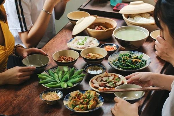 Người Việt không nên vừa ăn cơm vừa làm 4 việc này vì có thể làm hại dạ dày và rước thêm cả tá bệnh cho mình-3