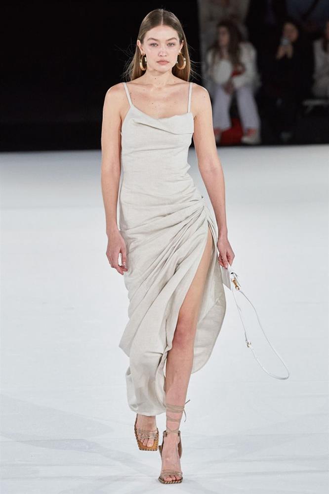 Hà Tăng diện đồ sexy quá nhưng sao cứ giống váy áo của Gigi Hadid thế nhỉ?-4