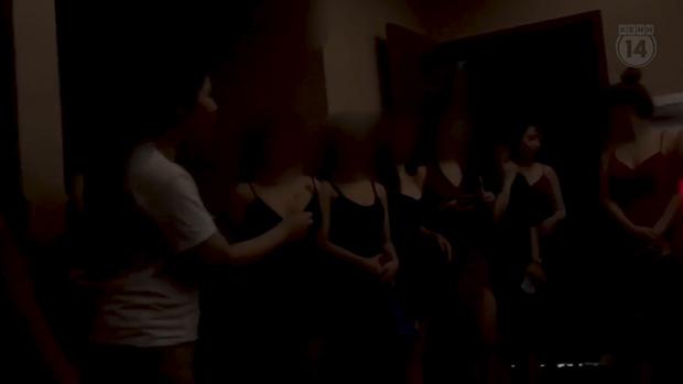 Thâm nhập thế giới massage sung sướng ở Hà Nội: Các nữ nhân viên khỏa thân bơi, nhảy và kích dục cho khách, giá cao nhất 10 triệu đồng-7