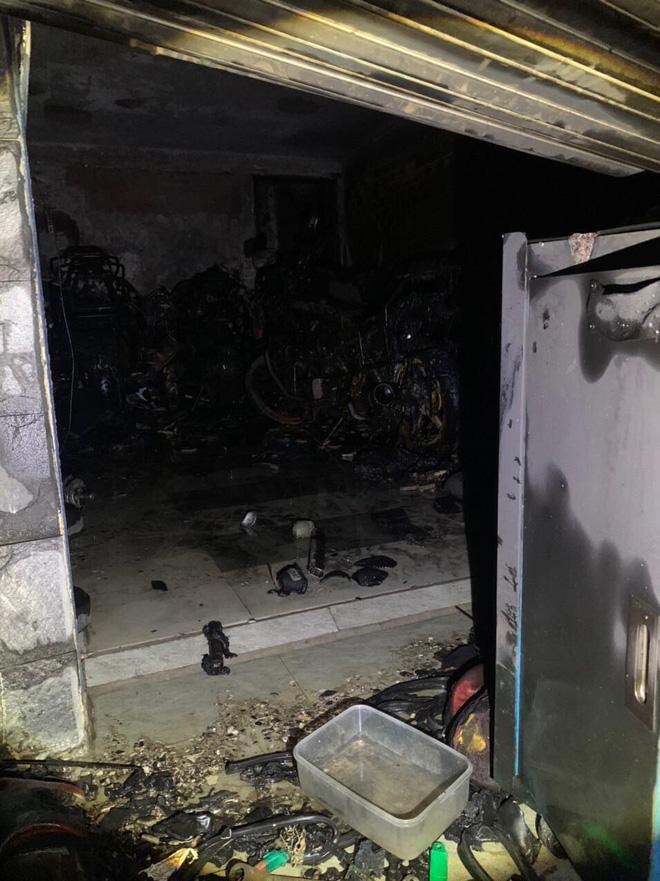 TP.HCM: Cháy nhà 3 tầng vào rạng sáng, 5 người mắc kẹt kêu cứu-1