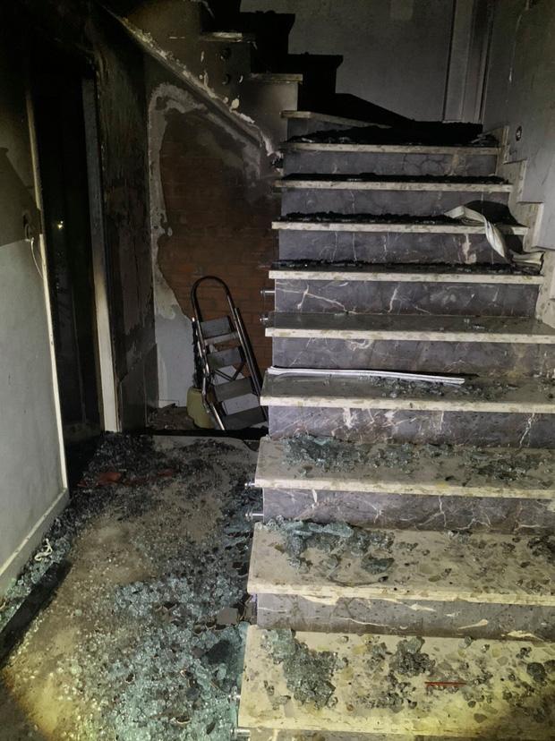 TP.HCM: Cháy nhà 3 tầng vào rạng sáng, 5 người mắc kẹt kêu cứu-4