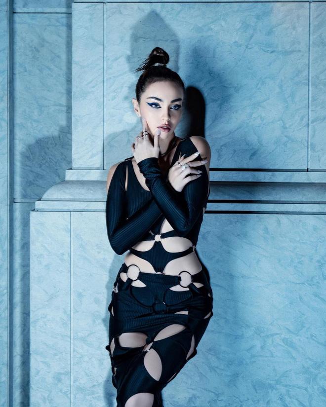 Chi Pu diện váy cut-out lộ cả khuôn ngực nhưng vẫn dưới cơ 1 cô nàng bốc lửa chẳng kém-11