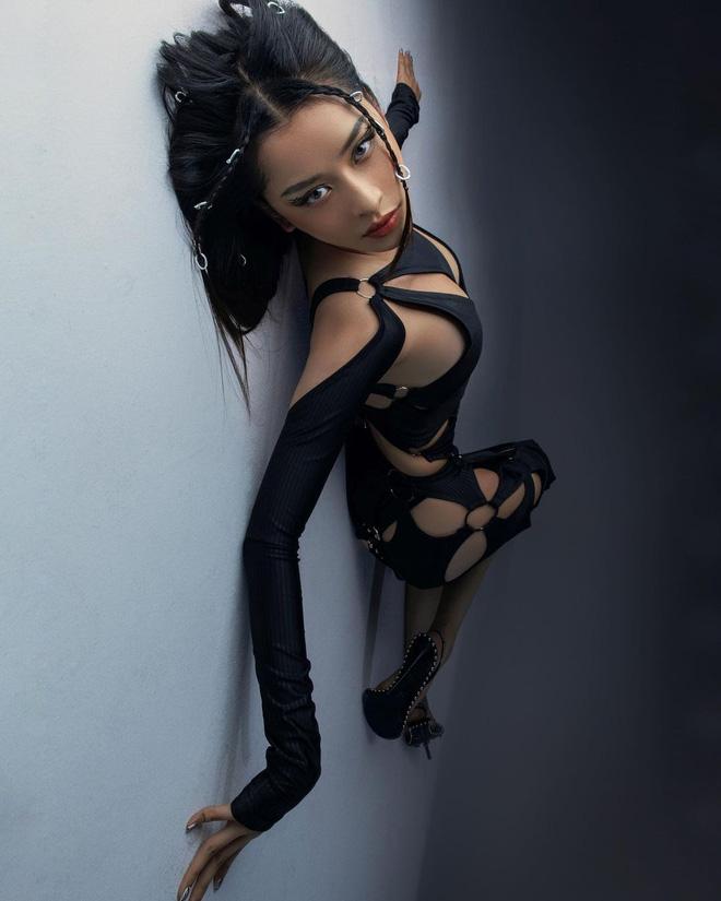 Chi Pu diện váy cut-out lộ cả khuôn ngực nhưng vẫn dưới cơ 1 cô nàng bốc lửa chẳng kém-8