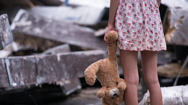 Bé gái 9 tuổi bị cha dượng biến thành nô lệ tình dục bằng các hành vi bệnh hoạn, tình trạng hiện tại của nạn nhân thật xót xa-2
