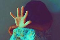 Bé gái 9 tuổi bị cha dượng biến thành nô lệ tình dục bằng các hành vi bệnh hoạn, tình trạng hiện tại của nạn nhân thật xót xa