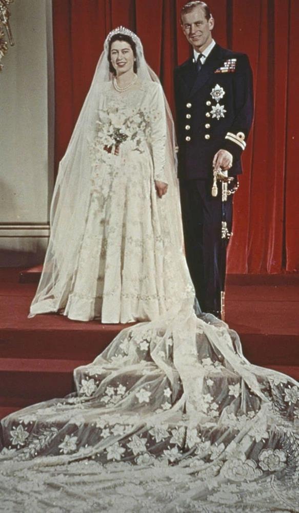 Chuyện tình xuyên suốt 74 năm của Nữ hoàng Anh cùng Hoàng tế Philip: Tình yêu say đắm năm 13 tuổi ngay từ cái nhìn đầu tiên và sự đặc cách có 1-0-2 trong lịch sử!-5