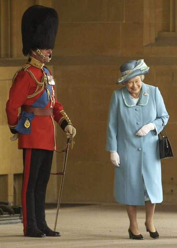 Chuyện tình xuyên suốt 74 năm của Nữ hoàng Anh cùng Hoàng tế Philip: Tình yêu say đắm năm 13 tuổi ngay từ cái nhìn đầu tiên và sự đặc cách có 1-0-2 trong lịch sử!-11