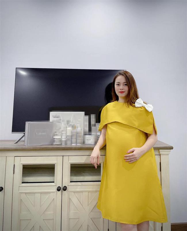 Hằng Túi úp mở chuyện mang thai đứa con thứ 7, ông xã vào comment một chữ duy nhất khiến ai nấy đều bật cười-2