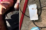 Nam sinh lớp 10 bị điện giật tử vong, trên tai vẫn còn đeo tai nghe khi điện thoại đang cắm sạc