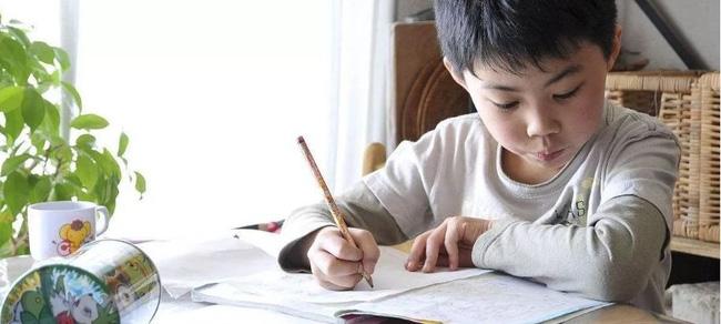 Đừng cuống cuồng bắt con học chữ, cô giáo Hà Nội cho biết đây mới là những điều trẻ cần học trước khi bước vào lớp 1-2