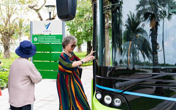 Trải nghiệm 'cực chất' với xe buýt điện đầu tiên ở Việt Nam-1