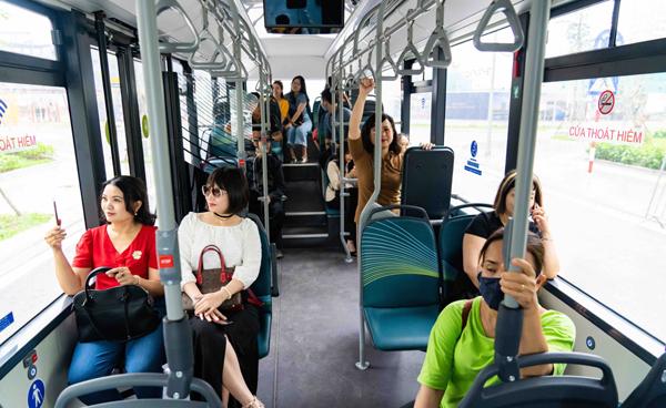 Trải nghiệm 'cực chất' với xe buýt điện đầu tiên ở Việt Nam-8