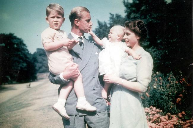 Tuổi thơ cơ cực của Hoàng tế Philip: Mẹ nằm viện tâm thần, chị gái bị tai nạn máy bay tử vong, từ hoàng tử lưu vong trở thành phu quân Nữ hoàng Anh-9