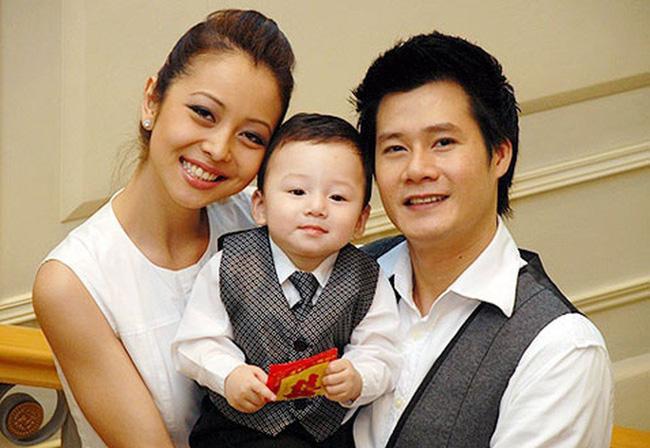 Chỉ 1 động thái nhỏ trên Facebook, Jennifer Phạm và chồng cũ Quang Dũng bỗng được khen ngợi hết lời: Dạy con văn minh quá!-1