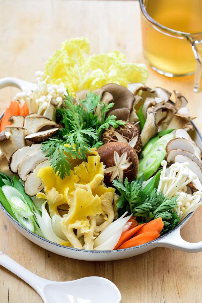 Tạm quên cách nấu lẩu nấm quen thuộc đi, gợi ý cho bạn cách nấu lẩu nấm của người Hàn cũng rất đáng học hỏi!-1