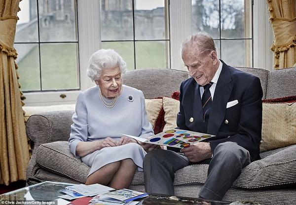 Những ngày cuối đời của Hoàng tế Philip bên cạnh Nữ hoàng Anh với một loạt hành động khác lạ so với ngày thường-1