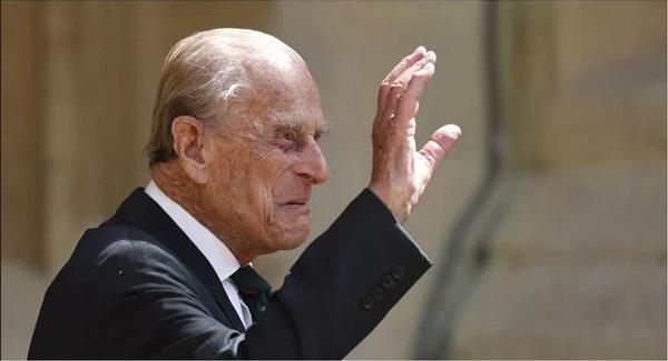 Những ngày cuối đời của Hoàng tế Philip bên cạnh Nữ hoàng Anh với một loạt hành động khác lạ so với ngày thường-2