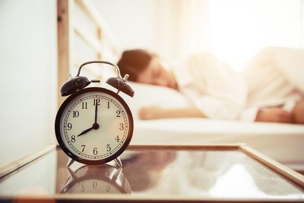 Ngủ nướng vào cuối tuần có hại như thế nào?-1