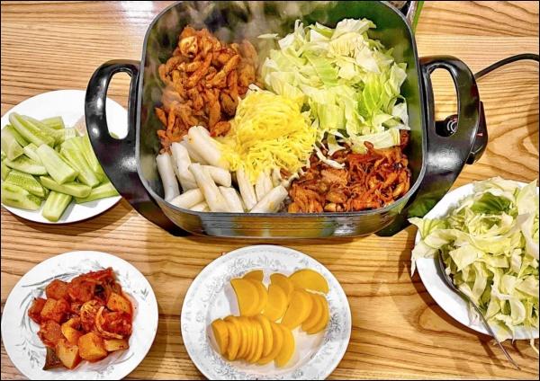 Hiếm khi vào bếp nhưng tài nấu ăn củaĐan Lê thật đáng nể: Làm gà xào phô mai Hàn Quốc nhìn thôi đã mê!-2