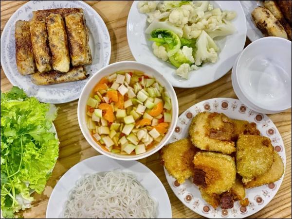 Hiếm khi vào bếp nhưng tài nấu ăn củaĐan Lê thật đáng nể: Làm gà xào phô mai Hàn Quốc nhìn thôi đã mê!-3