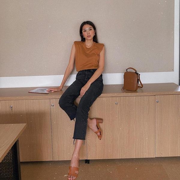 Diện quần đen sẽ giúp chân nhỏ hẳn đi nhưng để trông thật sành điệu chứ không nhàm, chị em hãy học Hà Tăng-3