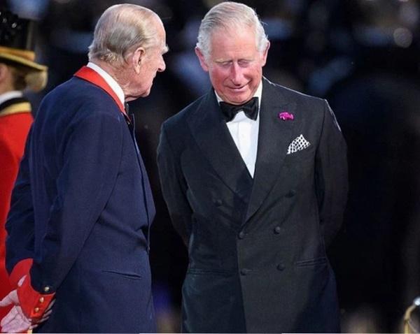 3 lời nhắn nhủ quan trọng cuối cùng của Hoàng tế Philip dành cho Thái tử Charles trước khi qua đời-1