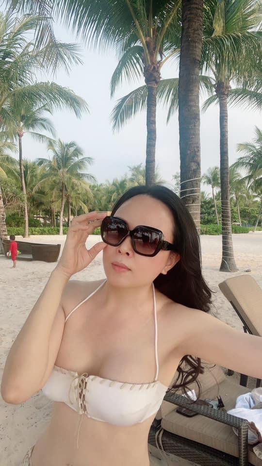 Phượng Chanel khoe vóc dáng quyến rũ trên bãi biển cùng con gái sau khi tuyên bố chia tay Quách Ngọc Ngoan-2