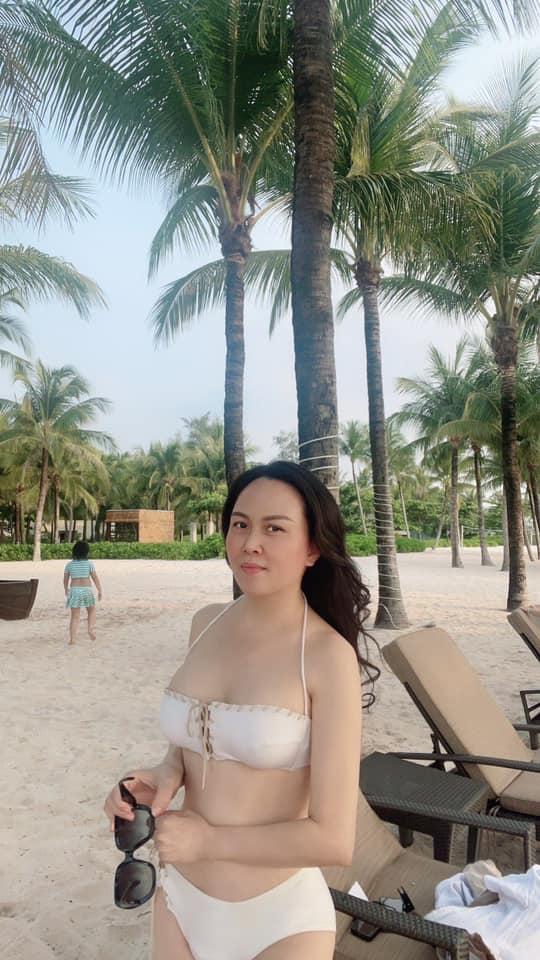 Phượng Chanel khoe vóc dáng quyến rũ trên bãi biển cùng con gái sau khi tuyên bố chia tay Quách Ngọc Ngoan-4