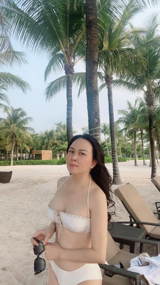 Phượng Chanel khoe vóc dáng quyến rũ trên bãi biển cùng con gái sau khi tuyên bố chia tay Quách Ngọc Ngoan-5