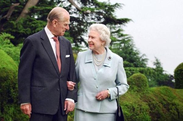 Tiết lộ nơi cất giữ thi hài Hoàng tế Philip cho tới khi Nữ hoàng qua đời, nguyên nhân sâu xa khiến công chúng tuôn trào nước mắt-5