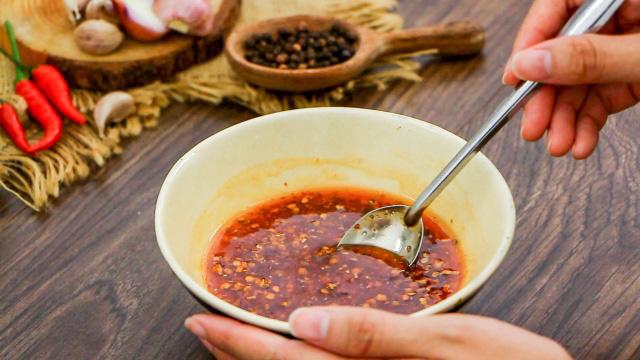Độc đáo món trứng vịt lộn nướng muối ớt ngon thơm cuối tuần-3