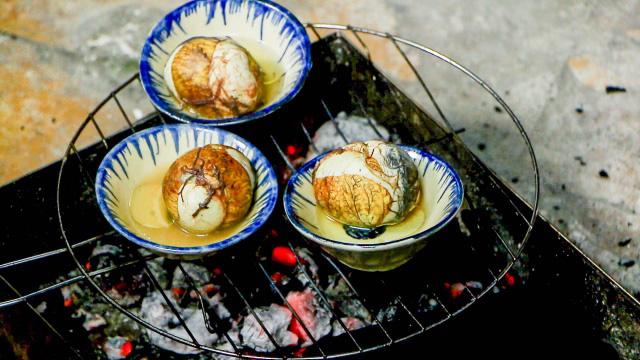 Độc đáo món trứng vịt lộn nướng muối ớt ngon thơm cuối tuần-5