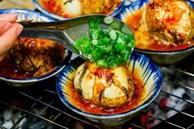 Độc đáo món trứng vịt lộn nướng muối ớt ngon thơm cuối tuần