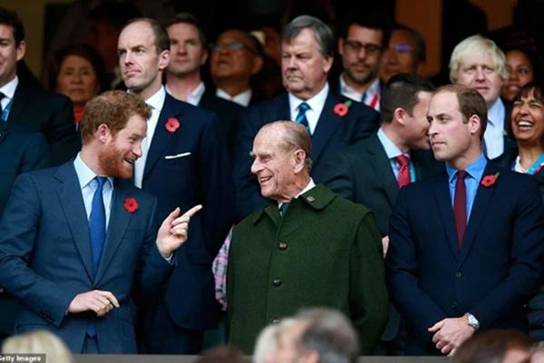 Cung điện hoàng gia xác nhận Harry trở về Anh còn Meghan thì không, lần đầu sau rạn nứt, hai Hoàng tử sẽ sát cánh bên nhau tại lễ tang ông nội-1