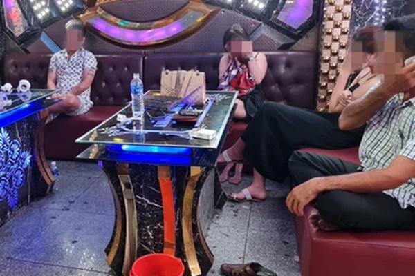 """Phát hiện nhiều nhóm thanh niên tổ chức tiệc ma túy"""" trong phòng karaoke-2"""