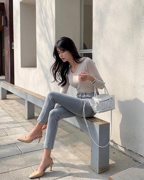 """Học nàng blogger Hàn cách diện jeans đỉnh của chóp"""": Vừa hack dáng vừa thanh lịch để đến sở làm-2"""