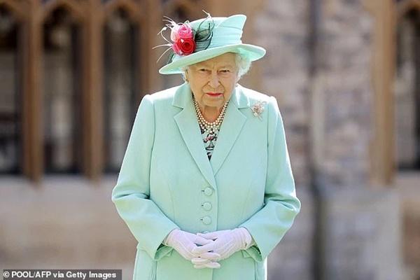 Nữ hoàng Anh sẽ trở lại làm việc sau khi để tang chồng, sự mạnh mẽ và kiên cường của bà khiến mọi người kinh ngạc và thán phục-1