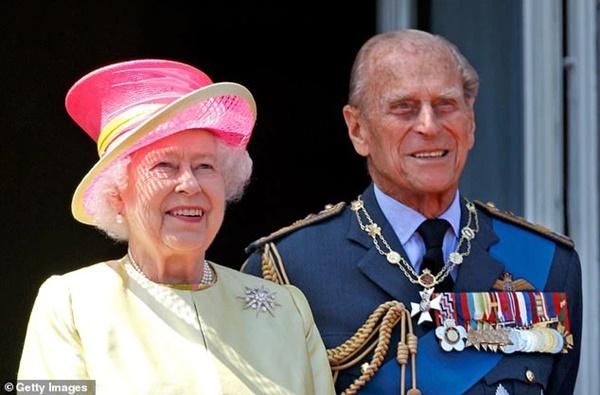 Nữ hoàng Anh sẽ trở lại làm việc sau khi để tang chồng, sự mạnh mẽ và kiên cường của bà khiến mọi người kinh ngạc và thán phục-4