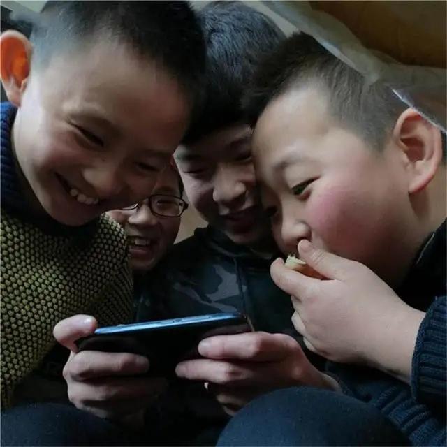 3 dấu hiệu trên ĐTDĐ cho thấy con bạn đang lén lút xem trang web xấu, bố mẹ cần biết để kịp thời hướng dẫn trẻ-1