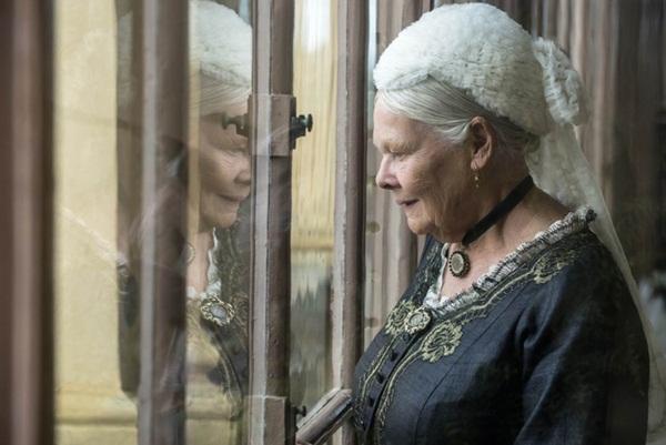 Nữ hoàng Anh và mối tình kỳ lạ với nam sủng kém 44 tuổi bị coi là bê bối bậc nhất lịch sử Hoàng gia-5