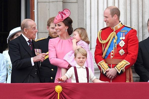 Động thái mới nhất của vợ chồng Công nương Kate sau sự ra đi của Hoàng tế Philip, không cần nói lời nào cũng đủ khiến nhiều người rơi nước mắt-3