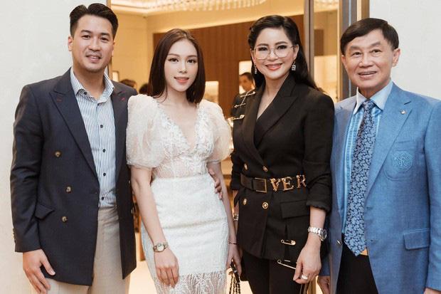 Linh Rin dự tiệc cuối tuần ở biệt thự gia đình Hà Tăng, suất con dâu tỷ phú chắc tay quá luôn-8