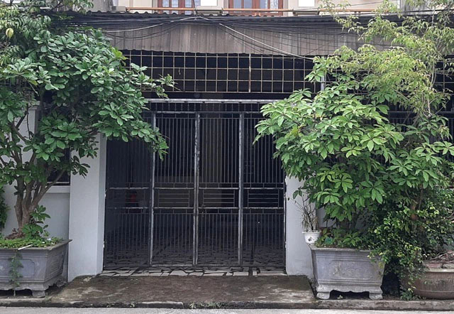 Vụ người phụ nữ nghi bị tạt axit trước cửa nhà: Bắt nghi phạm là 1 đôi nam nữ-1